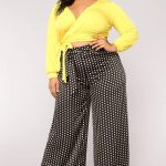 Mode Für Mollige Frauen - Schwarze Hose gelbe Bluse