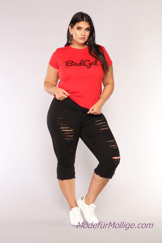 Kleidung für mollige frauen kombinieren; Jeans, Rosa T-Shirt, Jeansjacke