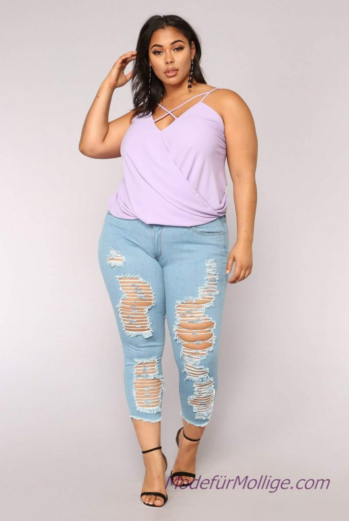 Komplette outfits damen mode für mollige; Zerrissene Jeans Lila Träger Bluse