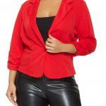 Mode für mollige; Rote Blazer und Lederstrumpfhosen