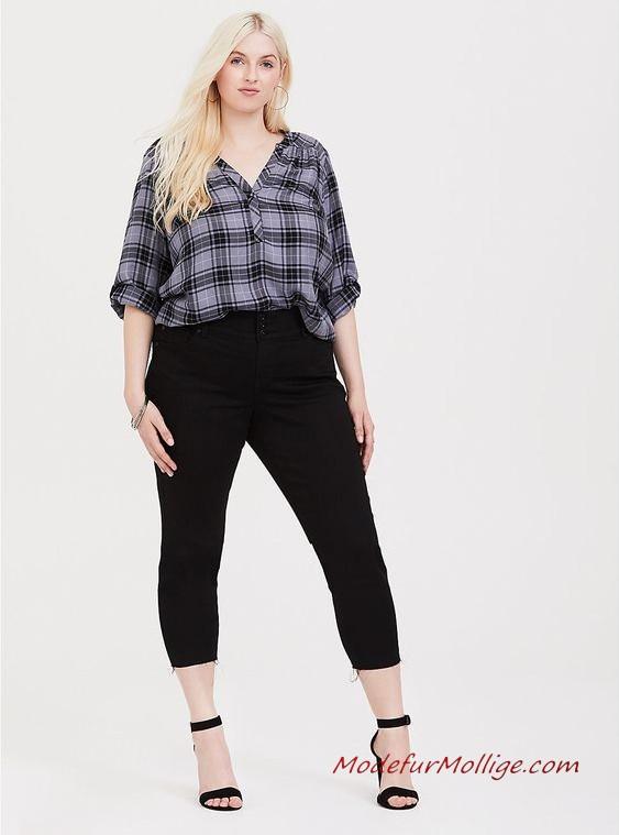 Mode für Mollige Junge Frauen - Blaue Georgette Bluse mit Reißverschluss, Dunkelblaue Jeans