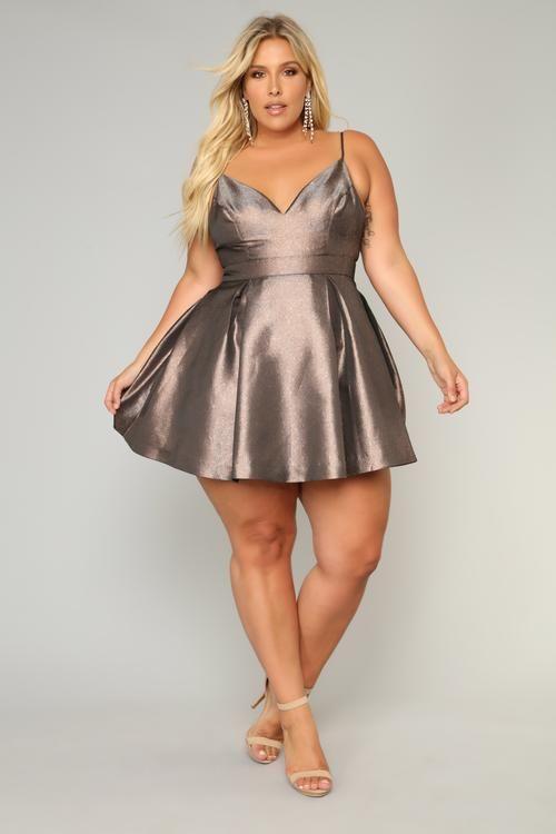 Partykleider Metallic große Größe Outfit