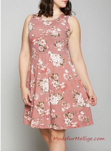Sommermode für mollige Frauen; Skaterkleid mit Blumenmuster
