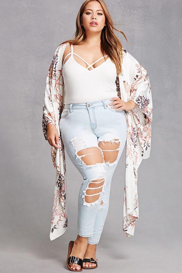Blick auf die Besten Sommer Outfits für Mollige Frauen