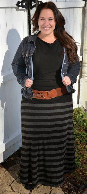 Große Größe Lang Rock; Outfits für Mollige Frauen Schwarzer, netzgefertigter Rock mit Schoko. Gürtel