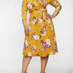 Große größe Gelbes Midi Blumenkleid für mollige damen