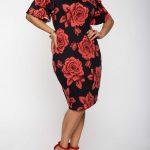 Große größe rotes Midiblumenkleid für mollige damen