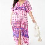 Maxikleid – Ein gewebtes Maxikleid mit Batik-Waschung, Stehkragen, kurzen Glockenärmeln, elastischer Taille, Schlitz vorne und fließender Silhouette.