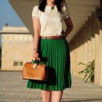 Faltenröcke Ideen für Mollige Frauen Grüne Midi Faltenrock Creme Kurzarm Bluse