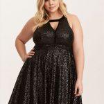 25 Große größen Kleid Ideen für Hochzeitsgäste – Schwarzes, ausgestelltes Plisseekleid mit Pailletten